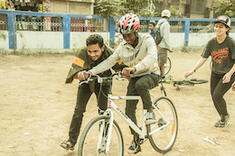 Two Wheel Drifiting in Calcutta for Share the Ride