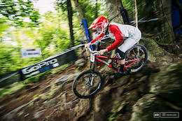 The Jungle Bites Back: Pits and Practice - Cairns DH World Cup 2016