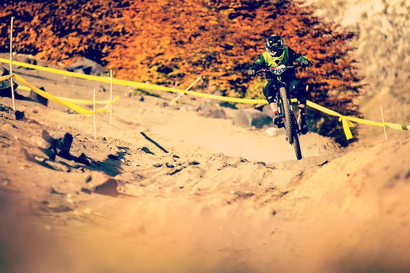 EWS contender Damian Oton blitzing sand whoops.