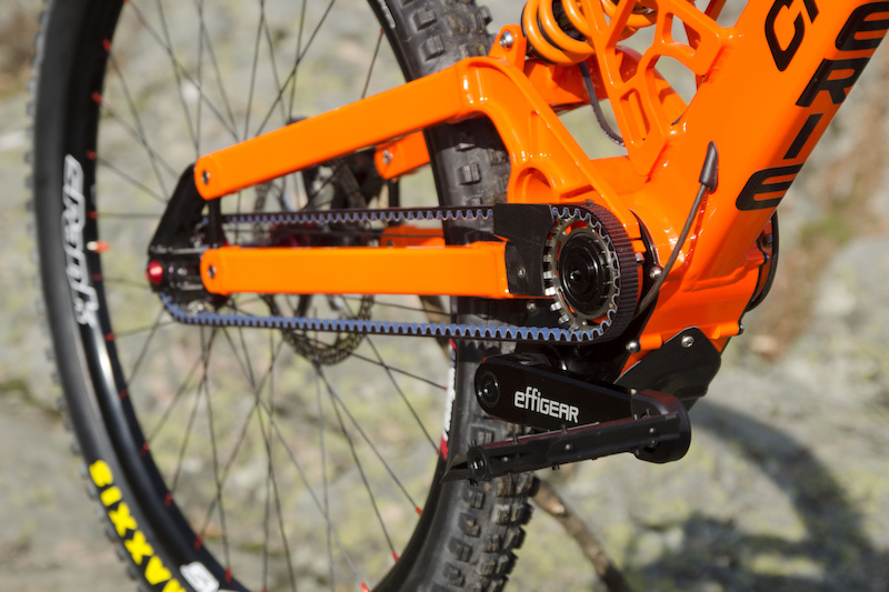 1 Question What S Keeping The Gearbox Down Pinkbike