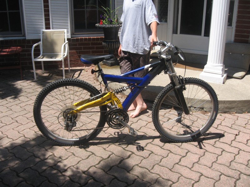New Kalin Mountain Bike New Shocks 18 Gears Good Deal