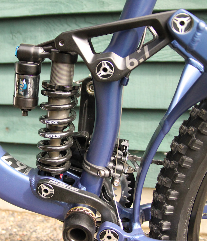 Up close and personal with Maestro. Note the stays are attached to the main triangle via the short linkage plates, as well as the vertical brace between the chain and seat stay. This addition increases the stiffness of the rear triangle