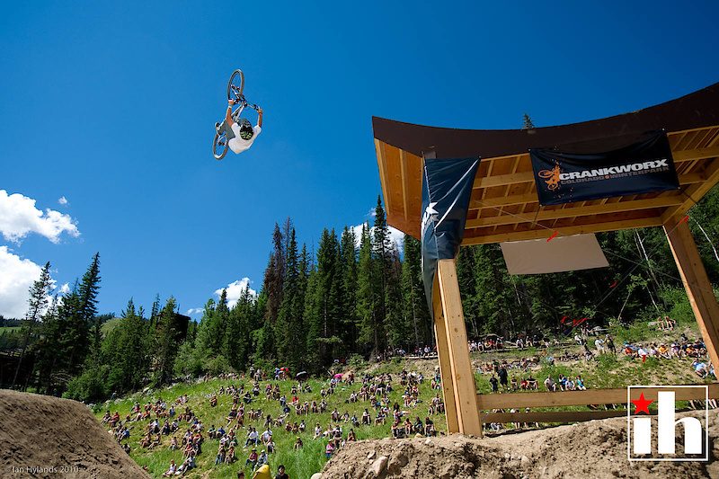 Graham Agassiz had a great first run taking the lead with a 360 off the drop followed by a tailwhip over the hip and a corked flip off the whale tail and then a moto looking cliffhanger over the jump.