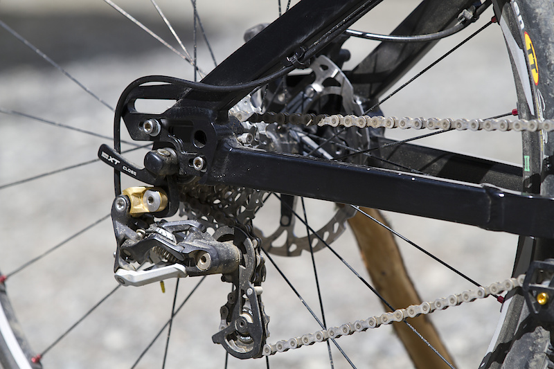 Adjustable dropouts, Saint derailleur