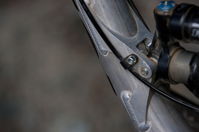 The DHR features tidy cable routing from front to back, as you would expect on a frame of this caliber.