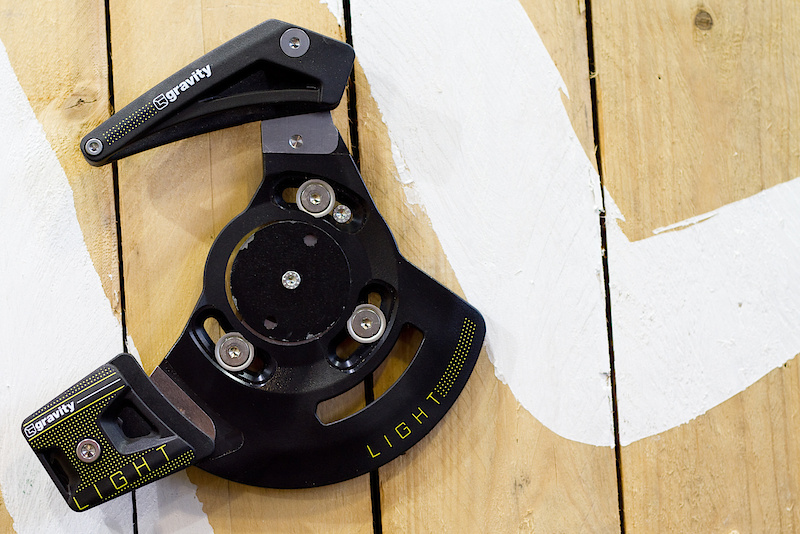 Admittedly, Gravity isn't the first name that comes to mind when thinking about chainguides, but their Gravity Light model may have people changing their mind. The design is simple and clean, as well as using Dupont's Hytrel material for strength and quiet running action. The aluminum backplate fits both ISCG and ISCG-05 mounting tabs and will work with 36 or 38 tooth rings. Yes people, it does look like other guides... There are only so many ways to keep a chain in place.