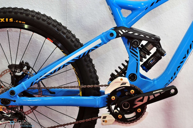 This close-up of the back end in profile shows the main pivot to have moved forwards and higher to alter the rear wheel path slightly.  The higher pivot enables a more rearward path for the back wheel to follow and thus help it to ride rough terrain better with less feeling of 'hook up'.