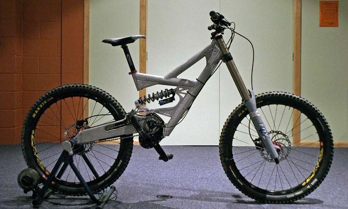 The Jezken uses a low and centrally mounted gearbox that allows the bike to have as little unsprung mass as possible which lets the rear wheel respond quicker to the terrain. The bike sports 8