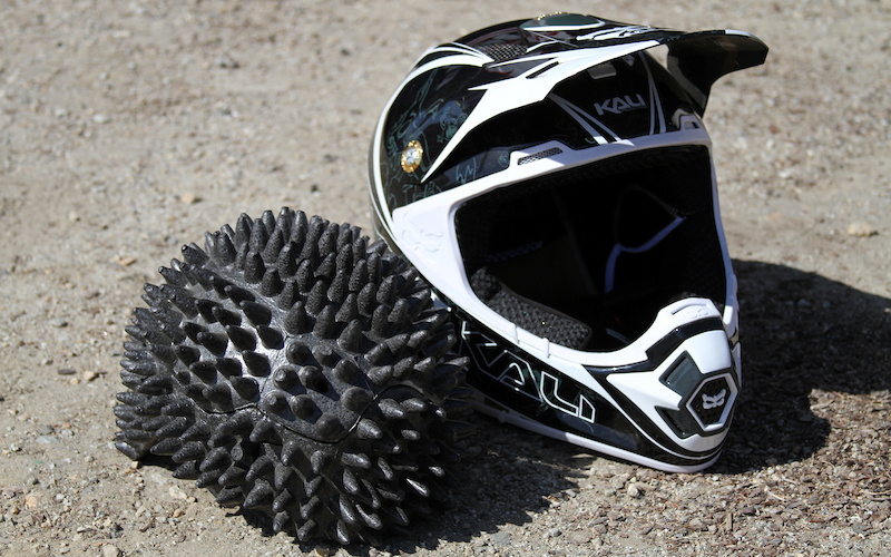 Kali's Composite Fusion Plus consists of pyramids of foam that are layered at different densities that Kali says directs that impact force sideways, not directly down onto your head. The foam is also formed within the helmet shell, thereby eliminating the small pocket of air between the shell and foam, making it much more efficient at absorbing impacts. <br><br><span style='font-size:19px'>Kali Prana Mantra details:</span><br><br>- Carbon shell<br>- Composite Fusion Plus construction<br>- Antibacterial, removable, washable liner<br>- Breakaway visor design<br>- Weight: 1200 grams