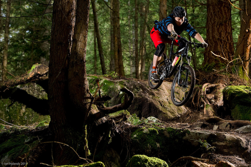 Giant's Reign 0 is intended to serve up trailbike climbing and pedaling performance to all-mountain riders. Pinkbike wrung it out on the North Shore where, aside from some chain issues, it proved very capable.