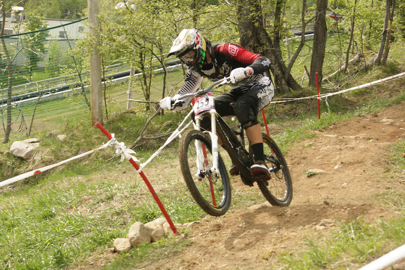 PerformX racer Kyle Sangers aboard his Devinci Wilson on his way to a Junior Expert victory in 2011.