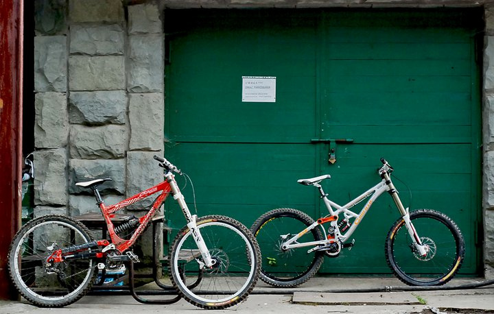 Commencal Supreme DH & Canfield Jedi One