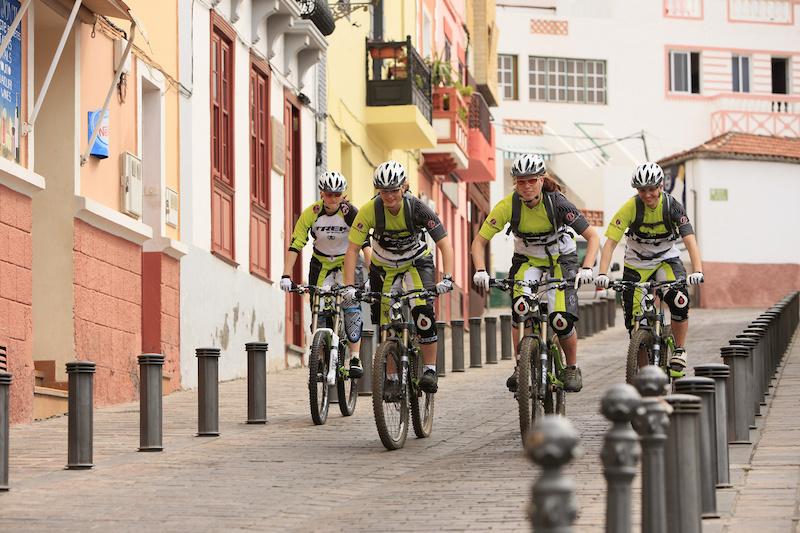 urban riding in SAn Sebastian La Gomera Trek Gravity Girls D.Geiger