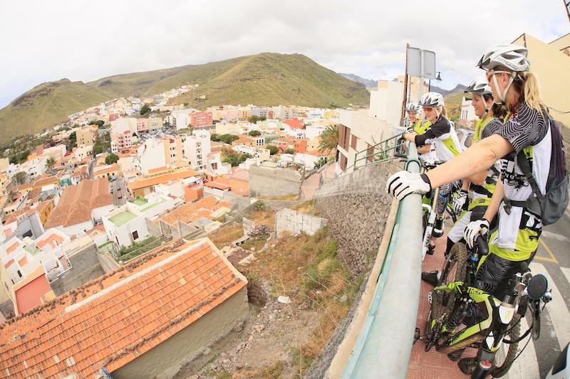 enjoy the view over San Sebastian La Gomera Trek Gravity Girls D.Geiger