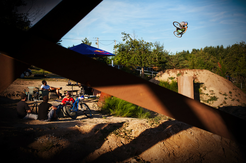 Szymon Godziek tripped to France with his Dartmoor Cody to meet Yannick Granieri and Thomas Bibiloni at his backyard near Lyon. Great 360 invert here. Photo by Kuba Konwent - http konwent.fotolog.pl . http dartmoor-bikes.com