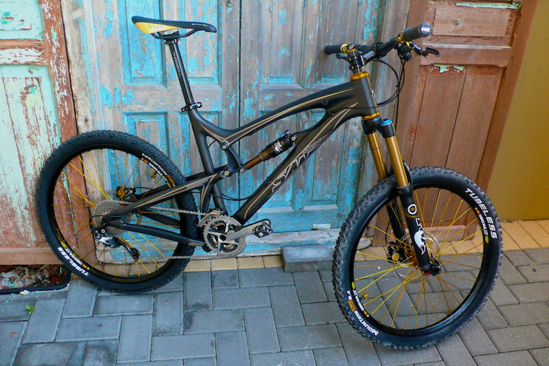 2011 Santa Cruz Nomad carbon in Black with 2012 Fox RP23