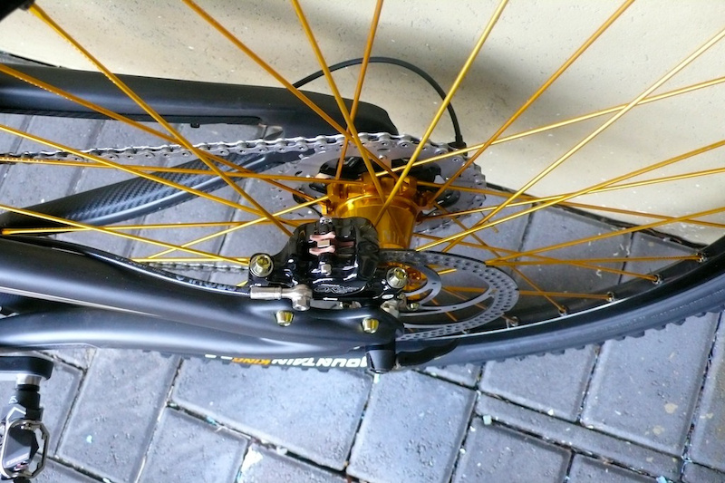Nine Enduro hubs - gold hubs with gold spokes laced to Mavic 819 UST rims Formula The One - mounting bolts replaced with gold titanium
