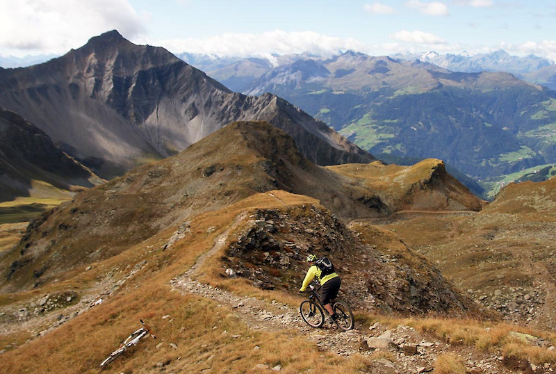 Starting to hit the singletrack on Alp Sanaspans at 2870m
