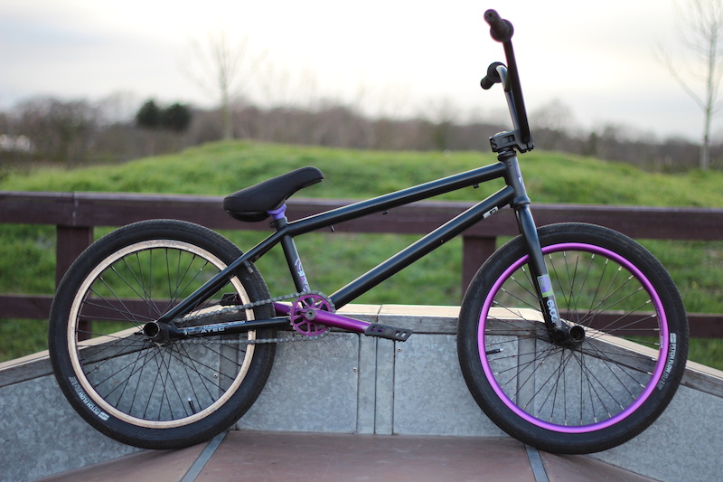 Updated pics of the BMX. New Mutiny seat and Stolen post.