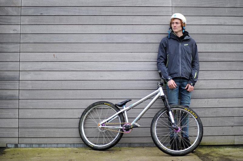 copyright SUD PRESSE Vincent Rocher - 20121128 - Plainevaux Neupre liege - Thomas Genon - champion VTT extreme slopestyle - 3 eme championnat du monde