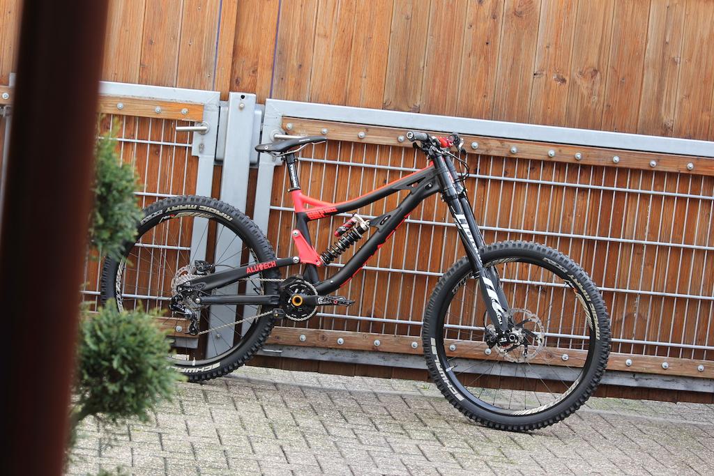 leichte dh bikes unter 17kg nur eigene bikes seite 14. Black Bedroom Furniture Sets. Home Design Ideas