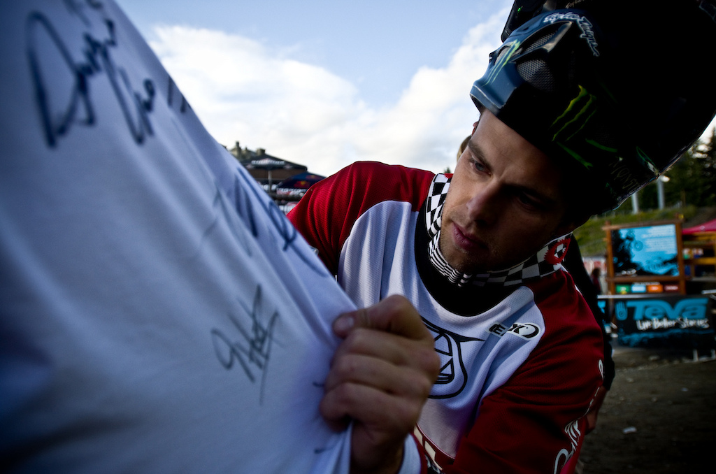 Who doesn t want the current reigning FMB world champ to sign your jersey Zink is great at winning and knows how to cope with stress and pressure.