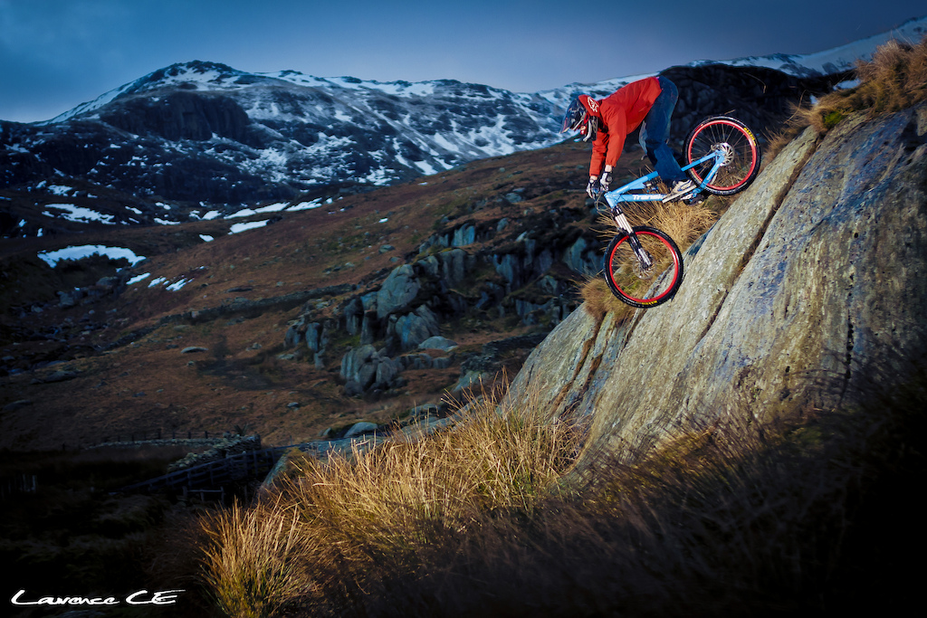 Riding some natural rock formation in the heart of North Wales - Laurence CE - www.laurence-ce.com