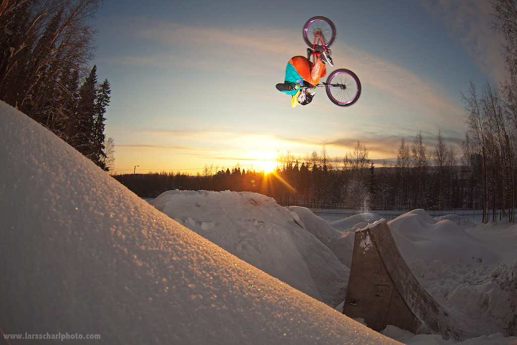 Antti with a nice Fronty during a practice session at Huuha Trails in Kuopio. -20 C and half a meter of snow can t stop a true Finn