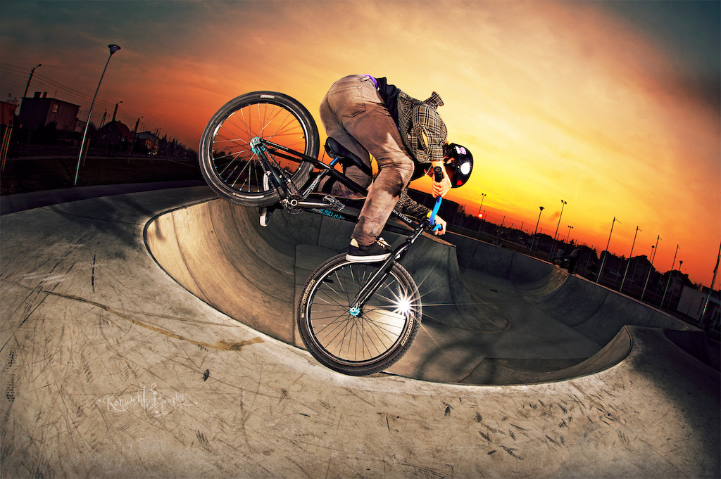 Piotrek Przywecki at Skateplaza in Leszno with his Ghetto. Photo by Kuba Konwent. Ride Your Way 2 Bling.