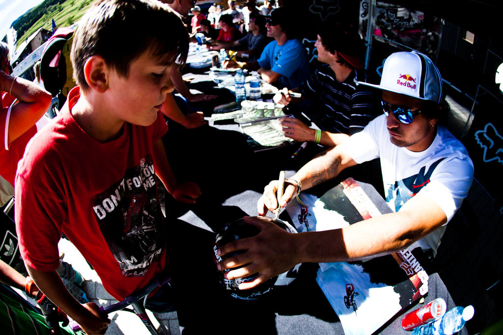 signing session with the fox brigade yannic tyler cam anthony kyle loic