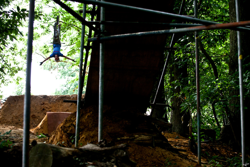 backflip tuck-no-hander // www.delayedpleasure.com