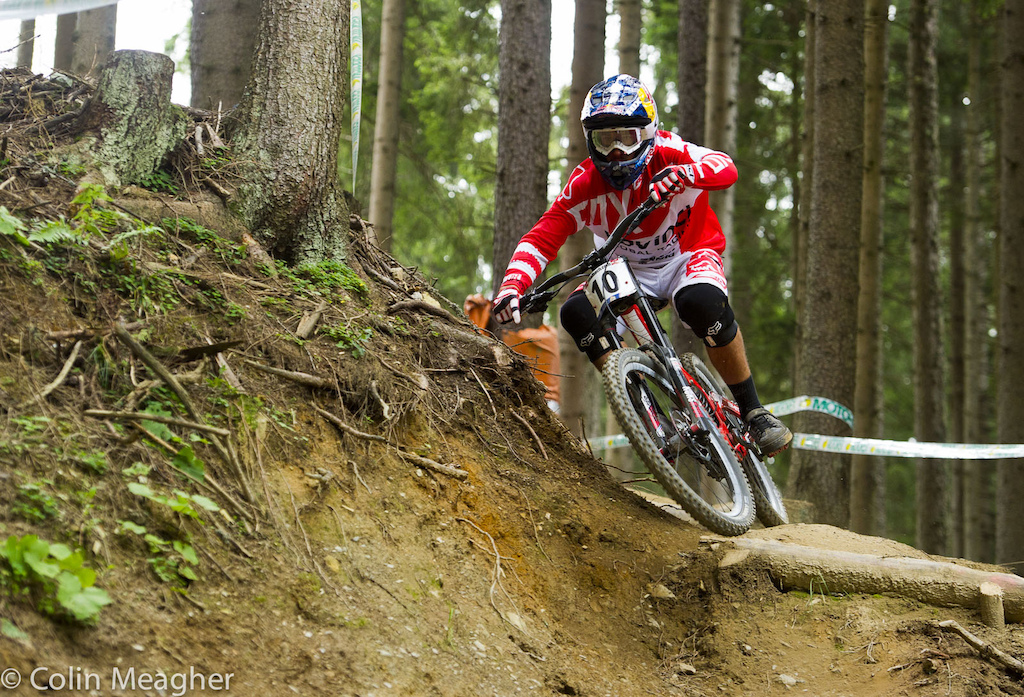 Steve Smith aboard that new Devinci Carbon Wilson with a custom Fox racing kit to match. Photo by Colin Meagher.