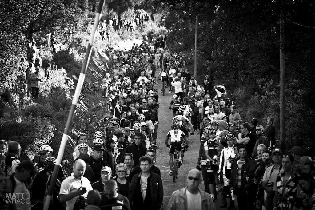 The crowd on the hill 2