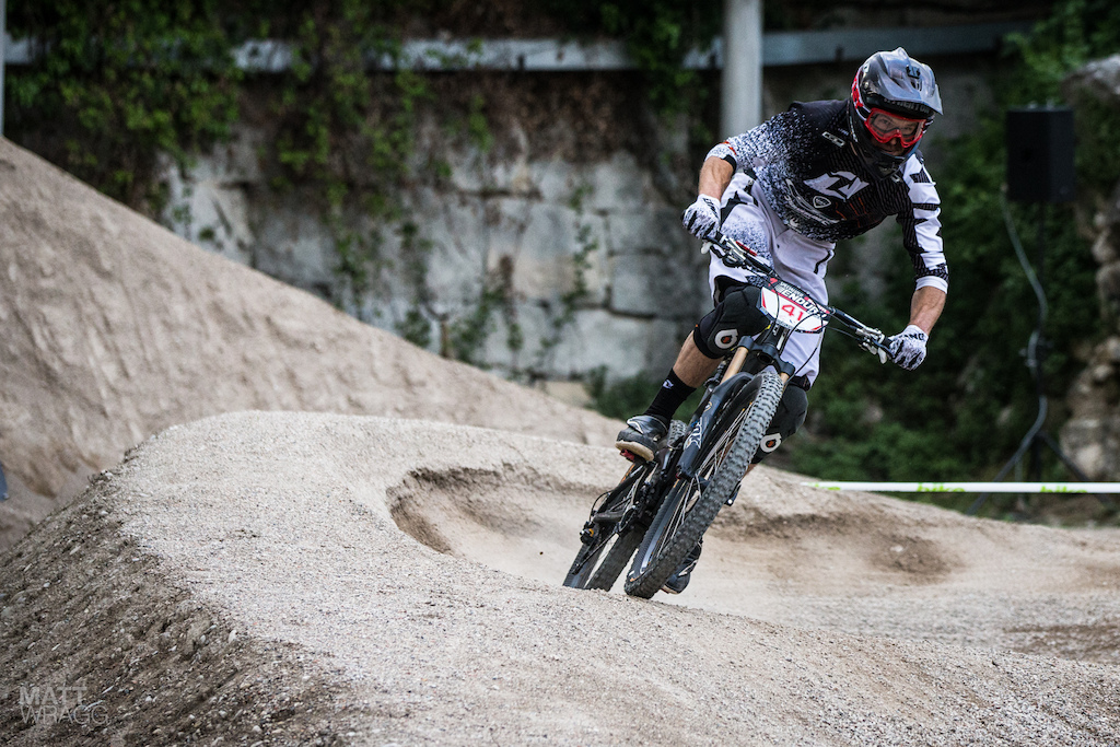 Dan Atherton was looking strong on the pump track this evening and has been enjoying the technical course here in Lake Garda. He s been on a new training plan this winter so it s going to be interesting to see how he goes tomorrow.
