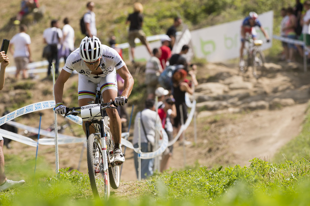 Schurter smelling the victory on the penultimate lap as he managed to get away from Absalon before starting the final lap.