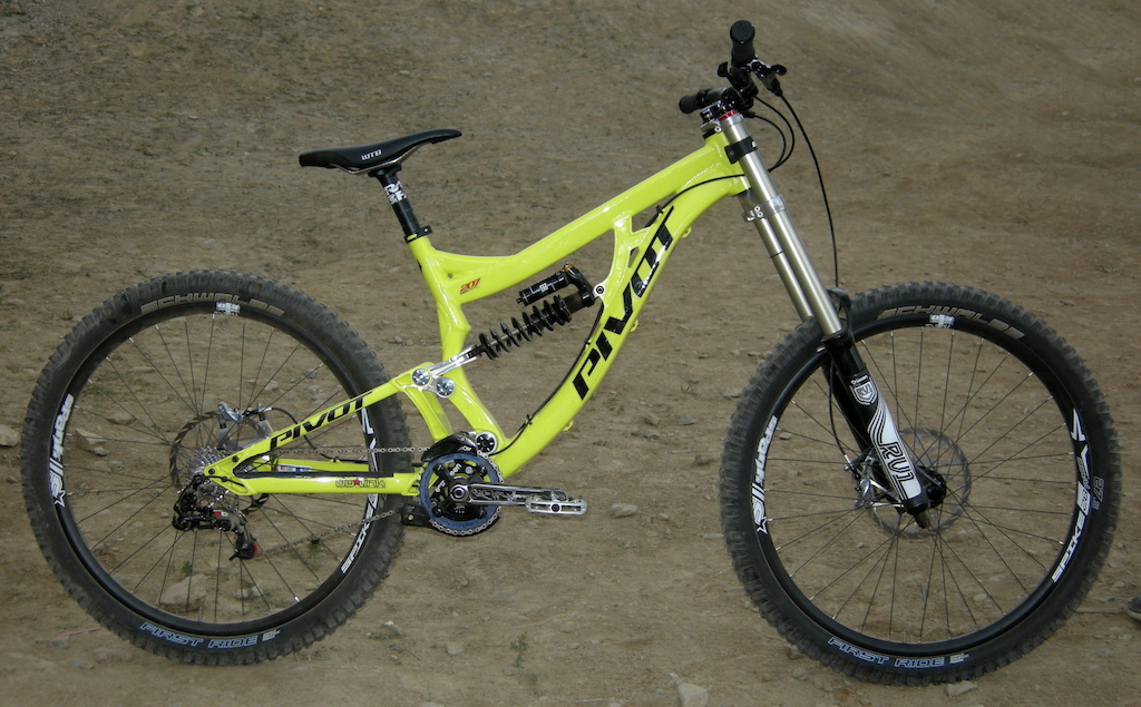 Downhill Mountain Bikes Pivot DH Racer