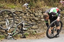 Tracy Moseley got flat tire on the end of the stage 5.