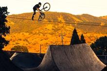 Video: Héctor Saura - California Dirt Jumping