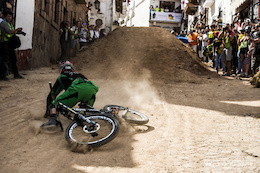 Video: Urban DH Crashes