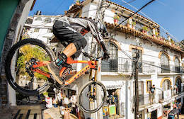 Video: Rheeder, R-Dog, and Makken Racing at Taxco Urban Downhill