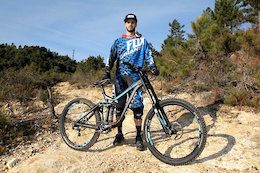 Guillaume Cauvin Joins Giant Factory DH Team for 2015
