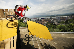 Video: City Downhill Battle in Brazil