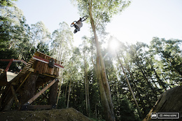 Video: Slopestyle Course Preview With Kelly McGarry - Crankworx Rotorua