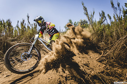 Team UR Polygon's Andrew Neethling coming in hot through the loose switchbacks on his way to victory at WPDH 2015 round 1.