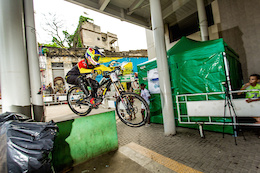 Video: Urban DH with Favela Flavor