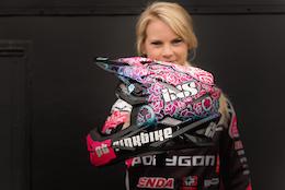 Pinkbike掛名贊助崔西漢娜