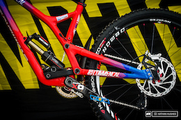Bike Check: Rémi Thirion's Commencal Supreme V4 - DH World Championships Vallnord 2015
