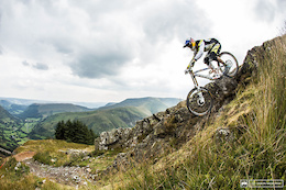 Photo Epic and Video: Red Bull Hardline 2015