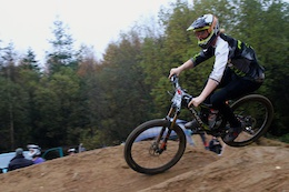 Video: Bernard Kerr and Manon Carpenter win the Dual Slalom at Van Road
