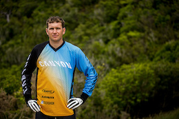 Justin Leov and Canyon Factory Enduro Team Join Forces
